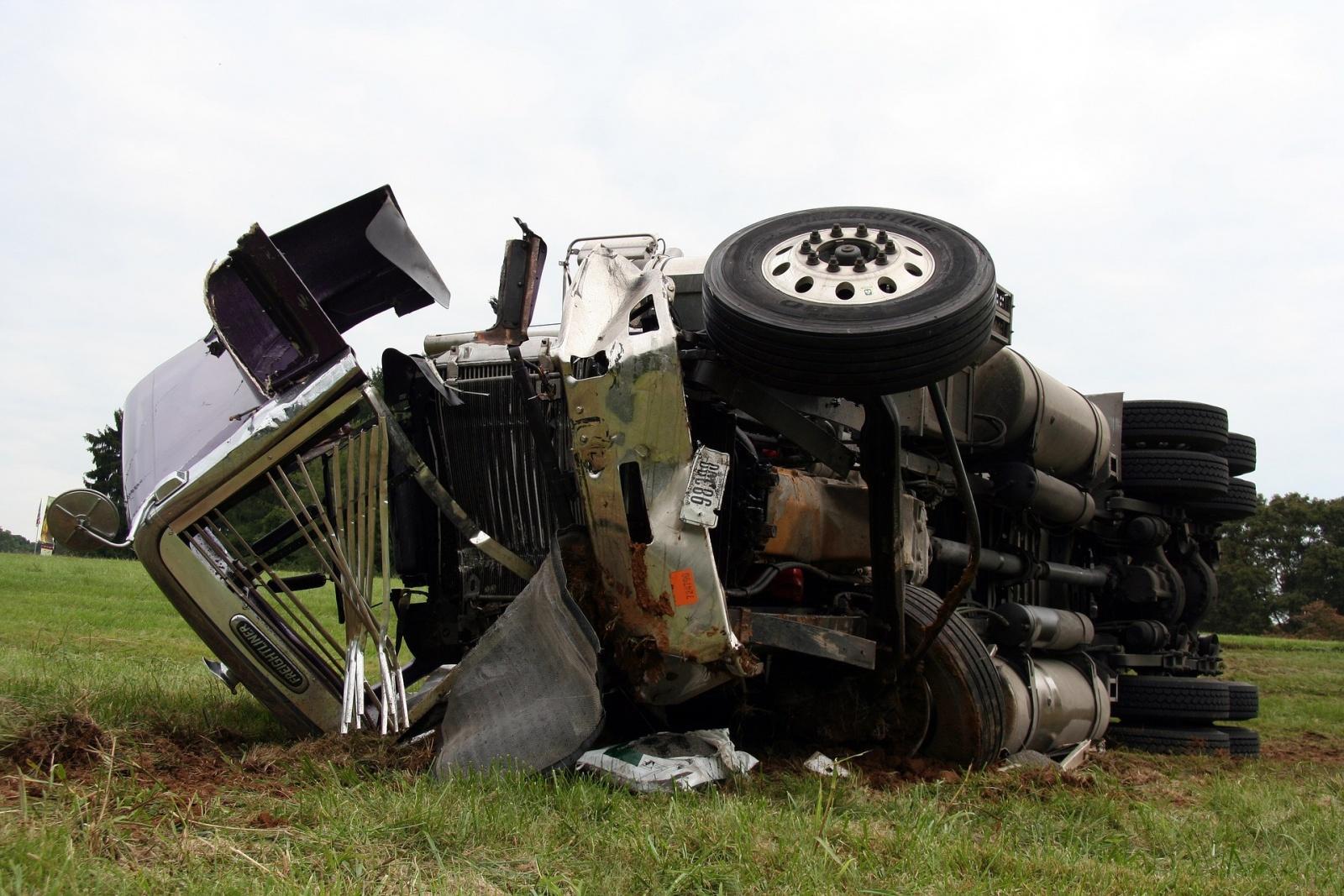 Wypadek samochodu ciężarowego